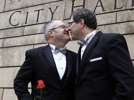 ABŞ bütün dünyada eynicinsli nikahların icazəsinə nail olacaq