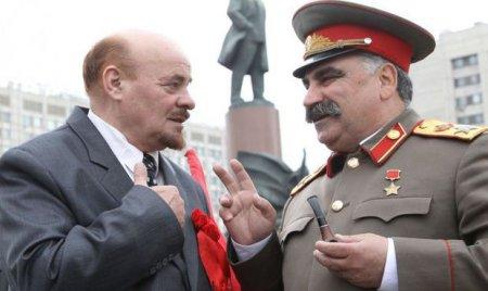 """Azərbaycanlı """"Stalin"""" """"Lenin""""i döydü"""