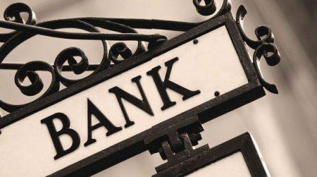 Ekspert: Azərbaycanda daha bir neçə bank bağlana bilər