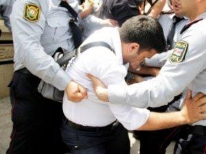 Sumqayıt şəhərində yarmarka təşkil edən ticarətçilərlə polis arasında insid ...