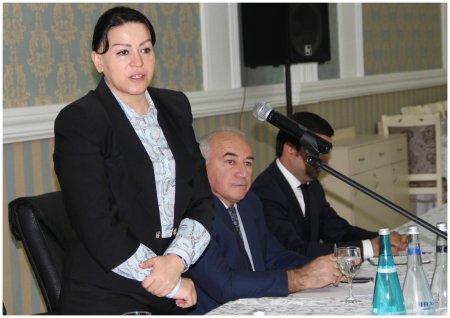 Xanım icra başçısının anti-böhran planı: Abşeronda ödənişlər dollarla alınm ...